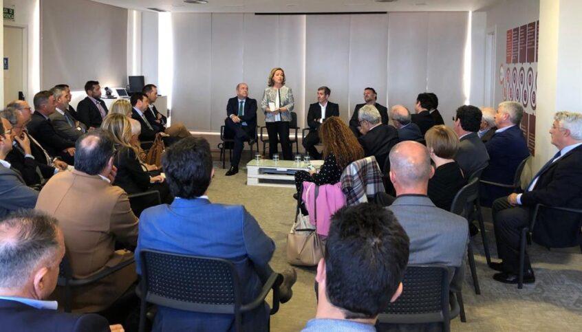 Ana Oramas destaca el esfuerzo realizado por el sector industrial para garantizar el empleo estable en Canarias